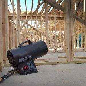 Gas-Heißlufterzeuger zum Beheizen einer Baustelle
